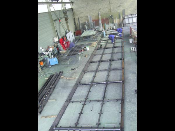 Ossature sécurisée en acier galvanisé et verre